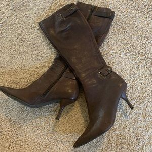 Women's brown boots size 5.5